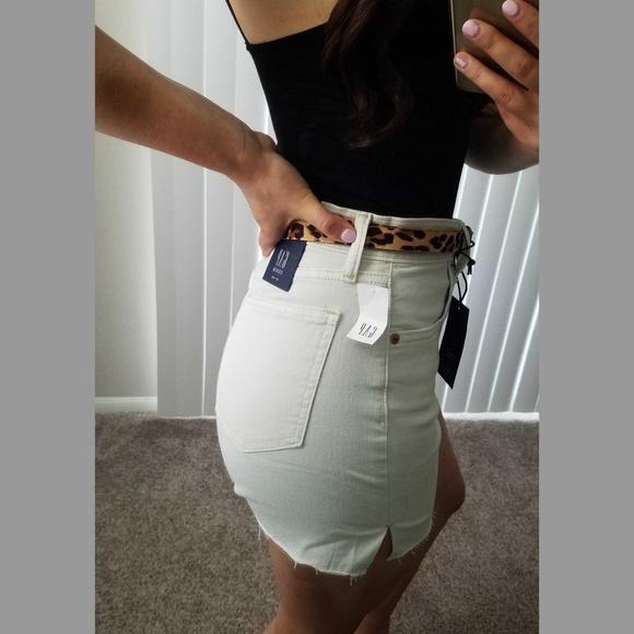 """GAP Pants - GAP High Waisted 4"""" Denim Shorts"""